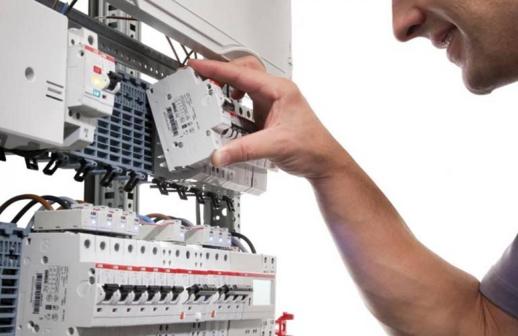 ホットスワップ可能はプラグインソケットシステム ABB 社の SMISSLINE TP