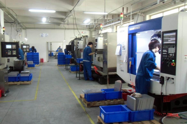 工場内の CNC ライン