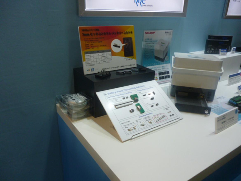 RRC バッテリーパックで使用されているタイコのコネクタも展示