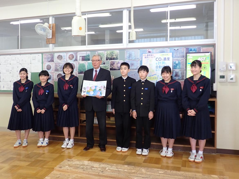 鳴和中学校の生徒皆様から「感謝の色紙」を頂きました。