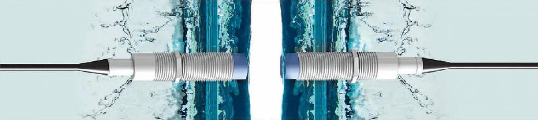 非接触接続で水中、粉塵環境下でも使用できます。