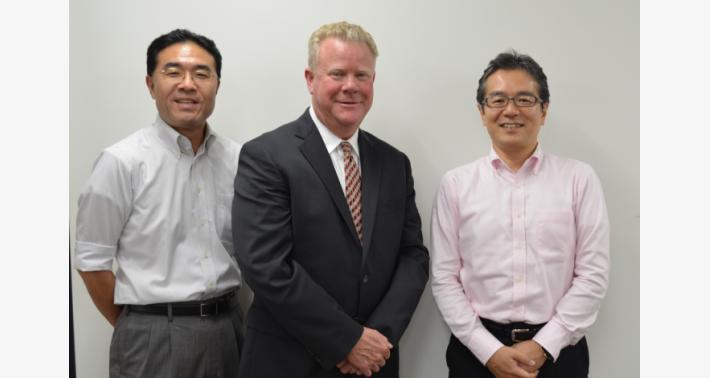 弊社に訪れた Bourns 社の方々(左から):倉澤氏、Kelly Vogt 氏と堀江氏