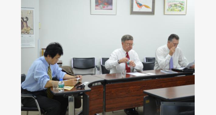 弊社を訪問した Cymbet 社の方: 岡田 光司氏、Bill Priesmeyer 氏 (CEO)、Tony Cannestra 氏 (アジア担当ディレクタ)