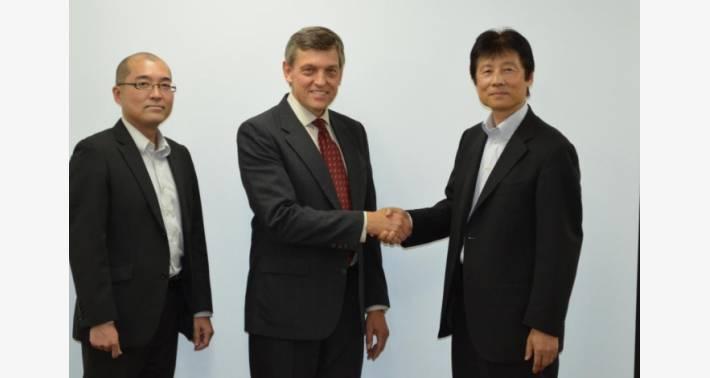 Andrezyk 氏(中央)と弊社 IXYS 担当とのワンショット