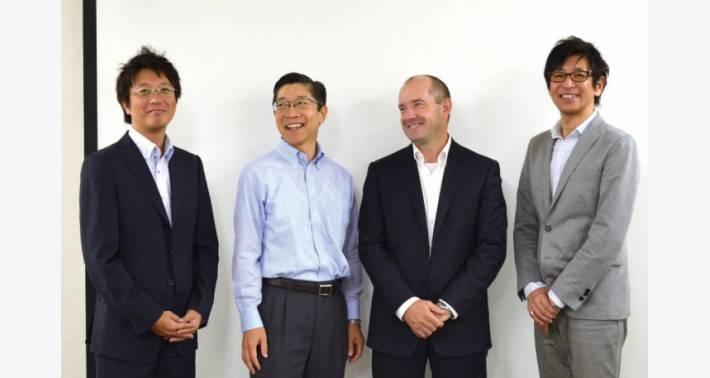 弊社でのグループ写真(左から、蛭田ライン担当、一木社長、Kerrison 氏、PRECI-DIP Japan の中氏)