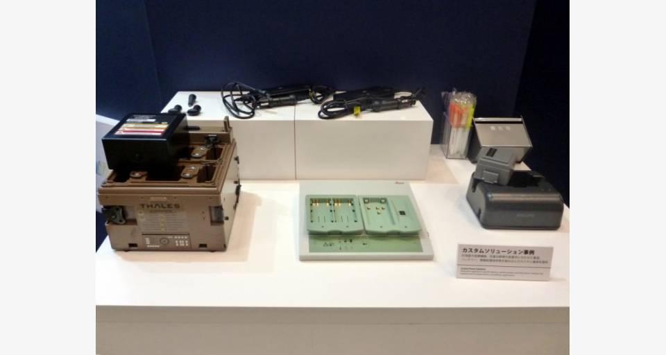 カーアダプターなどを含む RRC 社製のカスタム製品
